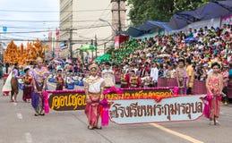 在传统游行的泰国样式在Ubon蜡烛节日2015年 免版税库存图片