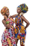 在传统礼服的美好的非洲时尚modesl。 免版税库存照片