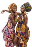 在传统礼服的美好的非洲时尚modesl。 图库摄影
