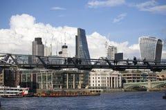 在伦敦上的积雨云capillatus在秋天 库存图片