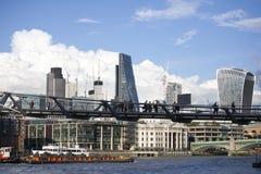 在伦敦上的积雨云capillatus在秋天 免版税库存照片