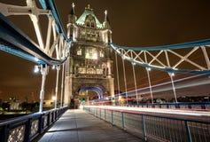 在伦敦塔桥梁的走道  库存图片