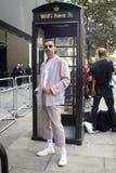 在伦敦时尚星期期间,在街道上的人们在街道上的伦敦时尚WeekPeople期间 免版税图库摄影
