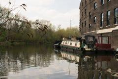 在伦敦渠道的14/04/2018河船 免版税库存图片