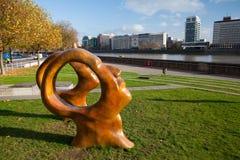 在伦敦的Millbank的新的公开雕塑 免版税图库摄影