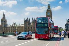 在伦敦街道上的日常生活 免版税图库摄影