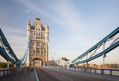在伦敦长的曝光的塔桥梁 图库摄影