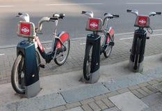 在伦敦,英国租用一辆自行车2015年 库存图片