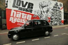 在伦敦,英国街道上的街道画工作  免版税库存照片