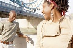 在伦敦画象的旅游夫妇。 免版税库存图片