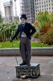 在伦敦` s江边的生存雕象查理・卓别林 库存图片