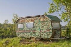 在伪装神色的有蓬卡车 库存照片