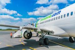 在伯其拉机场的Transavia平原 图库摄影