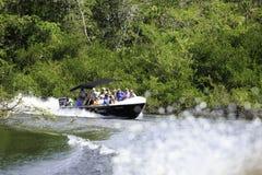 在伯利兹河的速度小船 库存照片