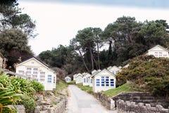 在伯恩茅斯海滩,英国的海滩小屋 免版税图库摄影