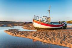 在伯纳姆奥夫利Staithe的渔船 免版税库存照片