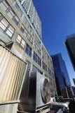 都市HVAC空气Contidioner室外单位曼哈顿纽约 库存照片