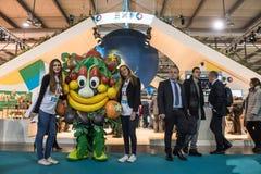 在位米兰,意大利的商展2015年mascotte Foody 免版税库存图片