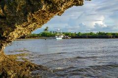 在低潮的海船,菲律宾 免版税库存图片