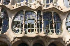在住处Batllo里面的游人,设计Gaudi 巴塞罗那, S 图库摄影