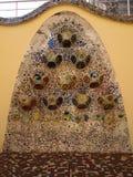 在住处Batllo,巴塞罗那西班牙的五颜六色的锦砖 免版税库存照片