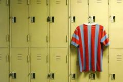 在体育健身房的衣物柜 免版税库存照片