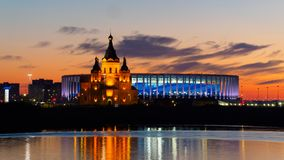 在体育场和大教堂的日落视图在下诺夫哥罗德 库存图片