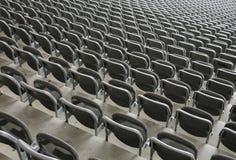 在体育场漂白剂的活动靠背扶手椅没有人以前 库存图片