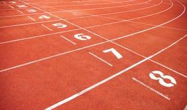 在体育场的红色踏车有编号的 免版税图库摄影