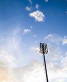 在体育场的聚光灯 免版税库存图片