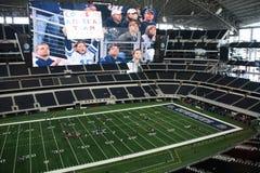 在体育场里面的牛仔 免版税库存图片