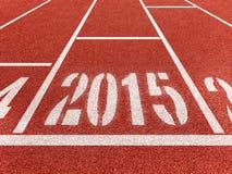 在体育轨道的新年2015年diggits 库存照片