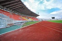 在体育运动体育场内运行跑道 库存图片