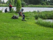 在体育运动垂钓的非职业竞争在俄罗斯的卡卢加州地区 免版税图库摄影