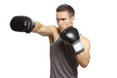 在体育运动成套装备的肌肉年轻人拳击 库存图片