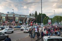 在体育馆前面的区域在比赛前,瓦雷泽,意大利 免版税库存照片