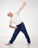 在体育活动的正面心情 瑜伽常设asana  免版税库存照片
