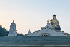 在佛光山高雄,台湾buddist寺庙的日落  免版税图库摄影