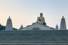 在佛光山高雄,台湾buddist寺庙的日落  免版税库存照片