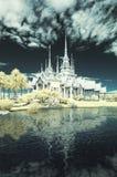 在佛教地标泰国珍宝的红外摄影Wat Sorapong公开寺庙附近  库存图片