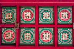 在佛教寺庙天花板的五颜六色的样式  免版税图库摄影