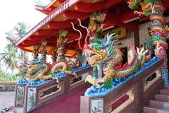 在佛教寺庙的一条五颜六色的龙 免版税库存图片