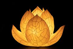 在佛教寺庙的亚洲莲花灯笼 免版税库存照片