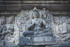 在佛教寺庙的古老石雕刻 库存照片
