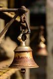 在佛教寺庙的响铃在加德满都 免版税库存照片