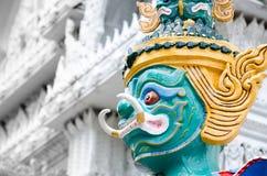 在佛教寺庙的大雕象 免版税库存照片