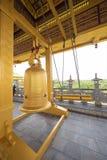 在佛教寺庙的巨大的响铃 免版税库存照片