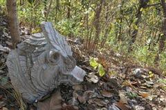 在佛教寺庙的砍头的雕塑 库存照片