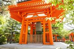 在佛教寺庙的礼节响铃 库存照片