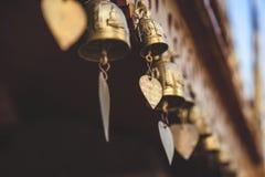 在佛教寺庙的祷告响铃 图库摄影